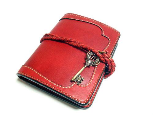 可愛いアンティーク鍵の革財布