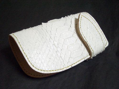 白ヘビ革xヌメ革のキーケース