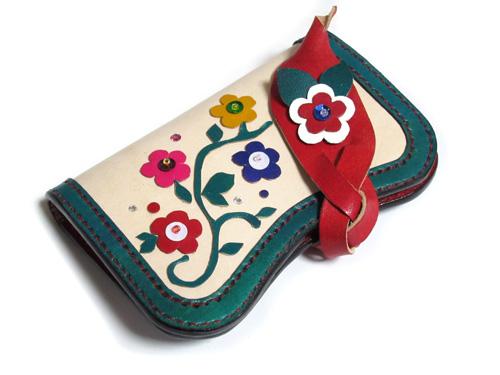 緑と赤の花モチーフ一点物キーケース