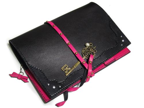 黒とピンクの本革手帳カバー