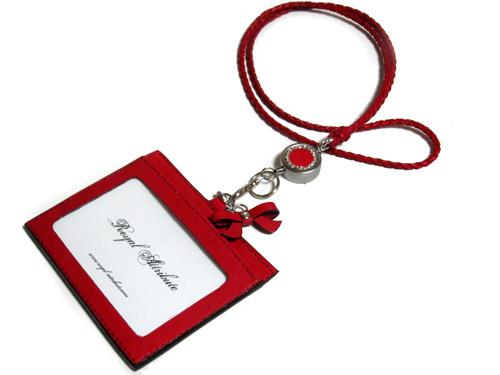 赤のIDカードホルダー