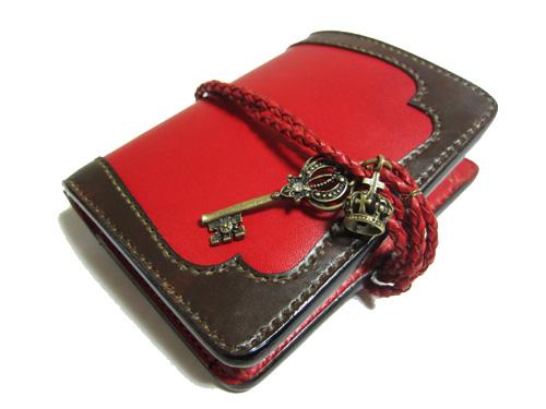 鍵と王冠のチャーム留め革財布