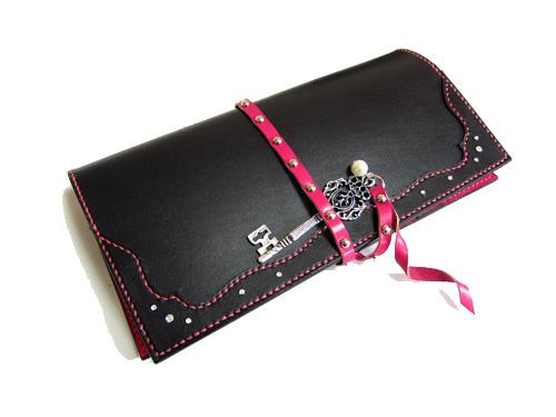 黒とピンクのかっこかわいい手帳カバー1